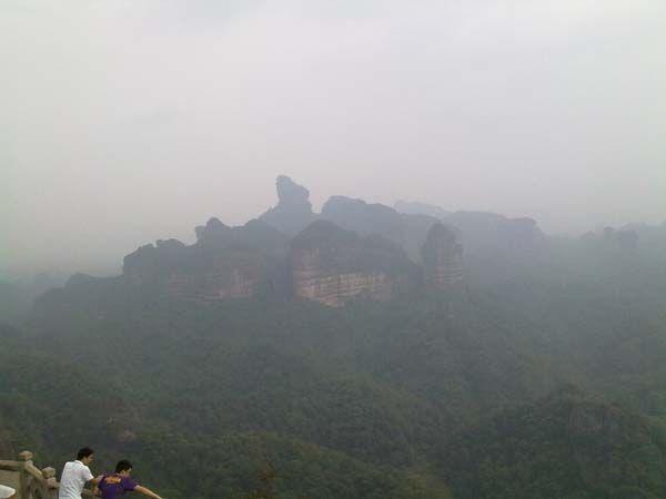 易管公司员工游览美丽的丹霞山